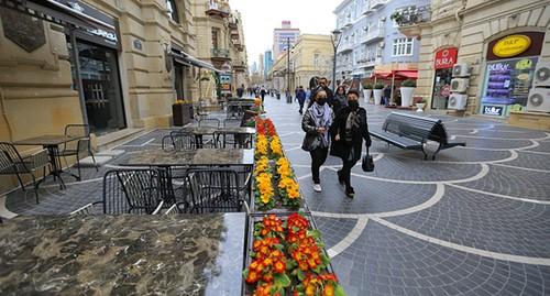 Туристка на фоне города (20фото)